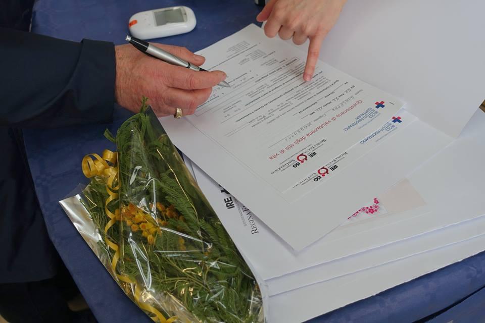Mimose e documenti alla giornata dell'8 marzo agli IFO