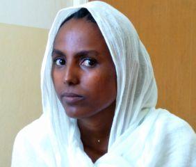 Immagine di una donna che ha subito una mutilazione genitale femminile