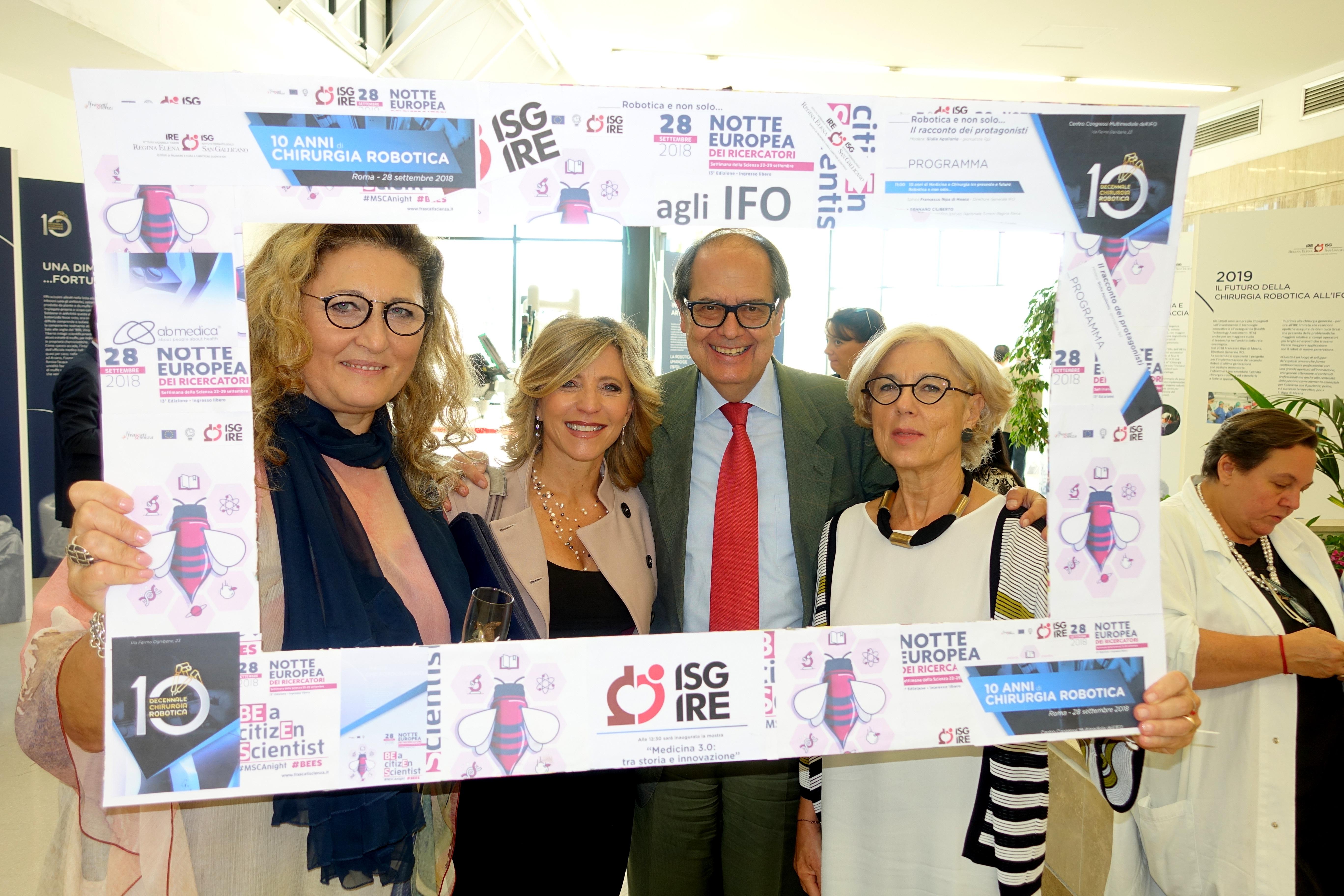 10 anni di chirurgia robotica agli IFO foto con il Dr. Morrone