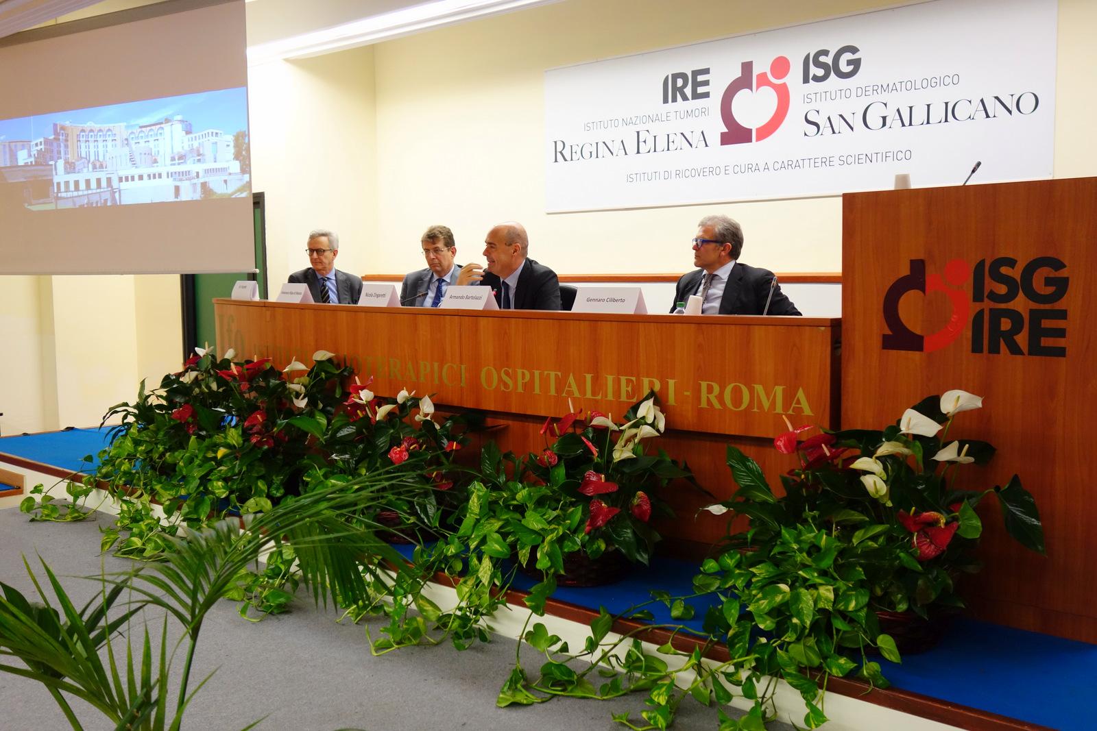 Il palco della presentazione del centro di fase 1 degli IFO