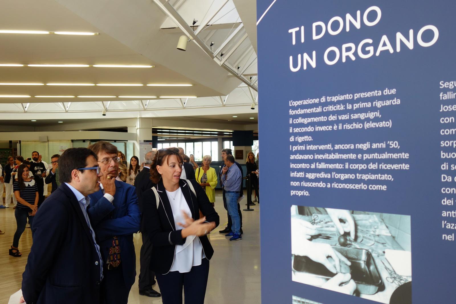 I panneli alla mostra per i 10 anni di chirurgia robotica agli IFO
